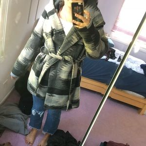 Warm patterned jacket with hood